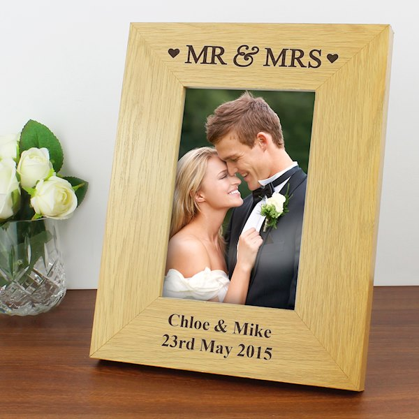 Oak Finish 4x6 Mr & Mrs Photo Frame
